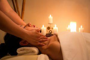 Ayurvedische Massage für Mütter in Frankfurt